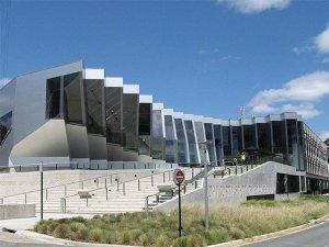 Здание национального университета Австралии